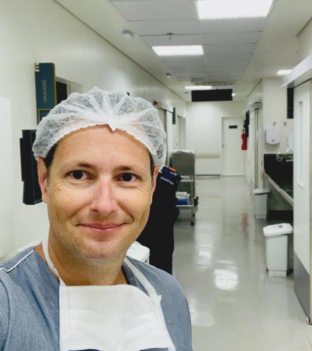 dr rubens no centro cirurgico